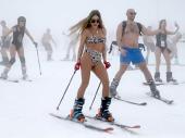 Prizori skijanja u bikiniju su mogući samo u Rusiji FOTO, VIDEO