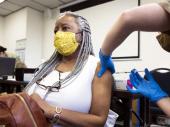 SAD na putu izlaska iz epidemije: Amerika vakciniše do dva miliona ljudi dnevno, brojke drastično padaju