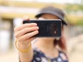 Kobni selfi – Instagram influenserka poginula dok se fotografisala na vodopadu FOTO