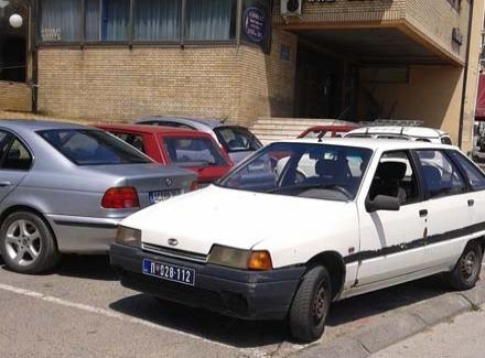 NEVIĐENA BAHATOST POLICIJE: Parkiraj gde stigneš!