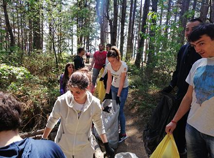 Studenti u akciji čišćenja BORINOG BRDA