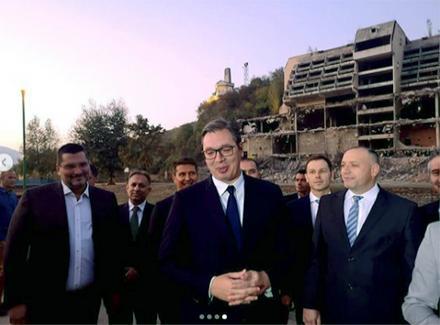 Vučić obišao i Banju, od domaćina dobio POKLON